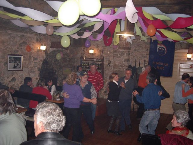 A karnevál hagyományos táncmulatságának a neve munde.