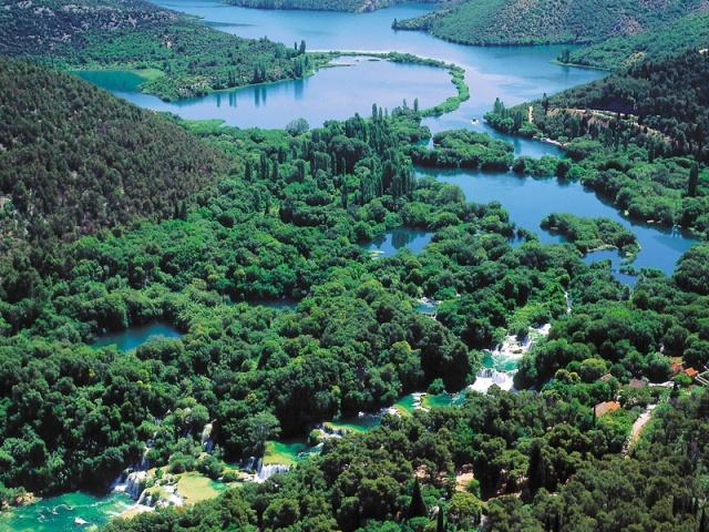 A Skradinski buk, a hetedik, az utolsó és egyben a leghosszabb travertin gát a Krka-folyón.