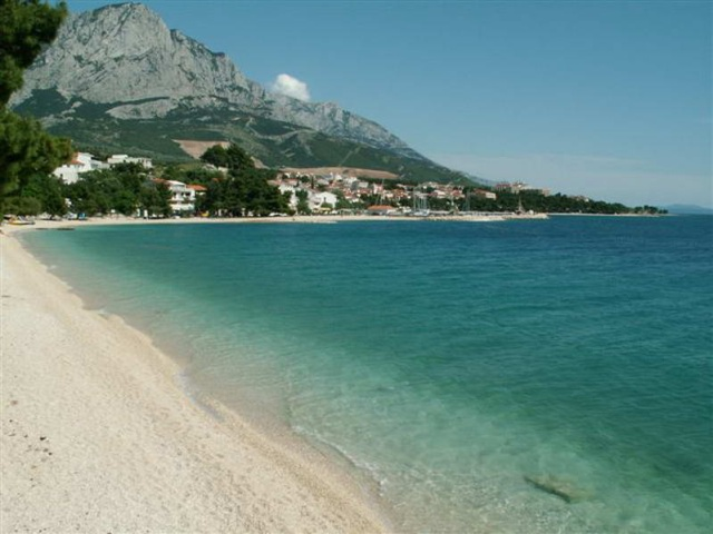 Baška Voda legnépszerűbb strandja az Ikovac strand.