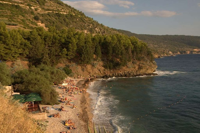 Kamenica strand, Komiza