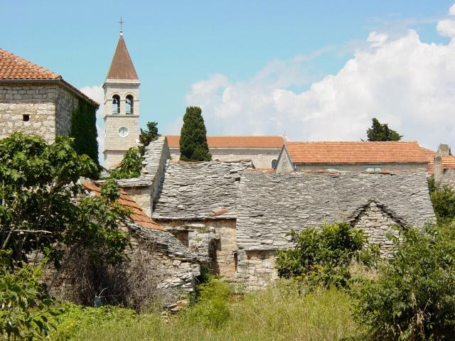 Grohote a legrégebbi és egyben a legnagyobb települése a szigetnek.