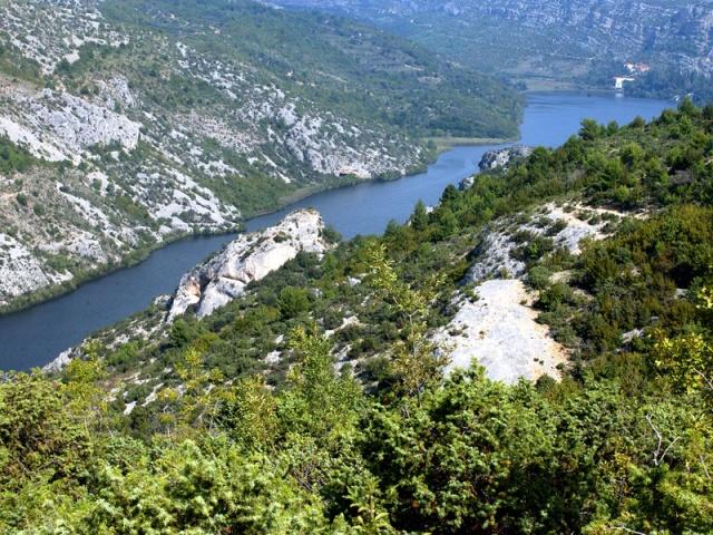 A középkori Kamičak-erődöt a Roški slap vízesés és a Visovac-tó között találjuk.