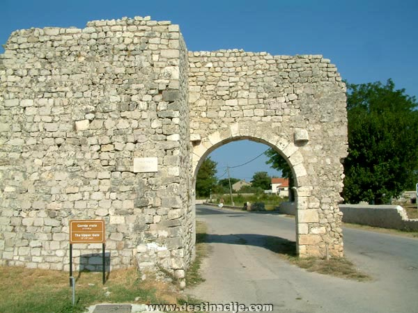 Felső kapu (Gornja vrata), Nin