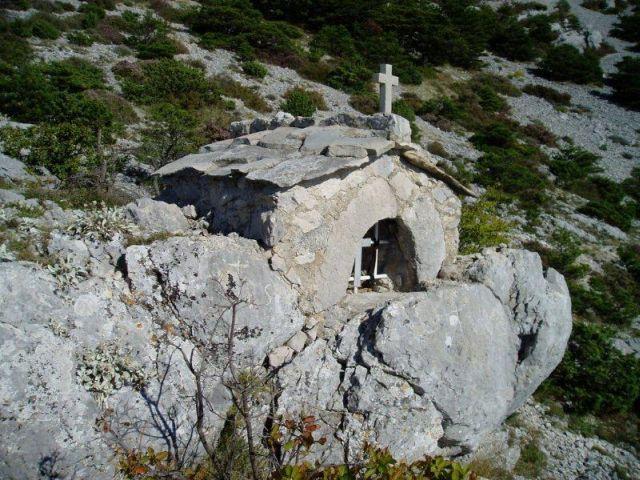 Nevista-ban találjuk az 1768-ban épült Szent Kajo kápolnát.