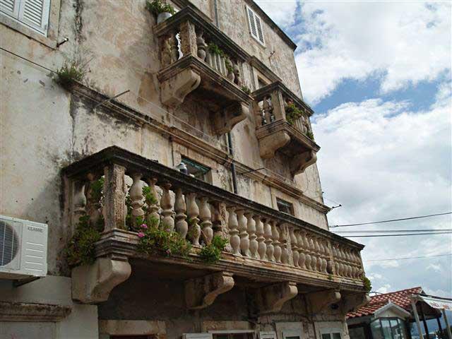 Tri Sulara vagyis a Három Erkély, Korcula