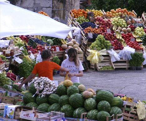 Rotonda-nak hívják Korcula város gyümölcs- és zöldségpiacát.