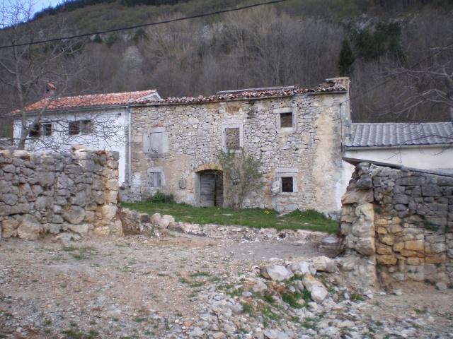 Brgudac egy furcsa kis település a Ćićarija hegység  szívében, 747 méteres tengerszint feletti magasságban.
