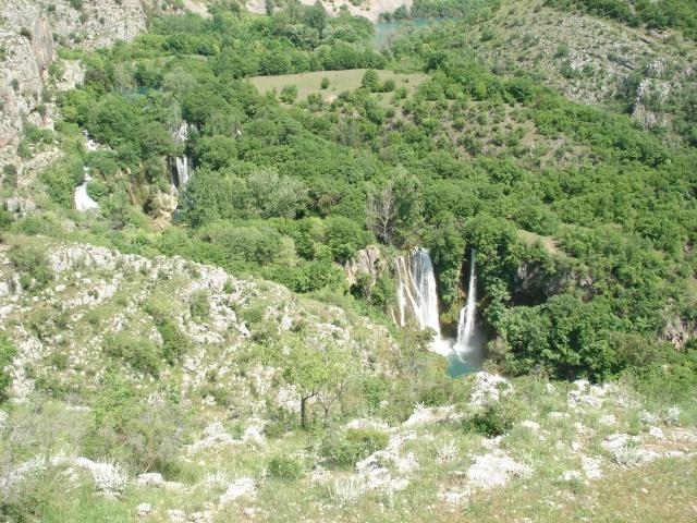 Amint a látogatók első alkalommal meglátják a Manojlovac slap vízesést,  sokan közülük a romantikus jelzővel illetik a szemük elé terülő  látványt.