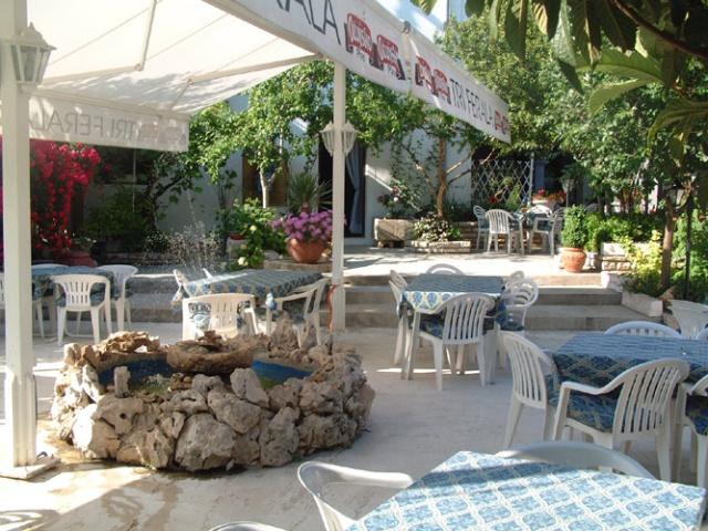 Tri Ferala étterem és apartmanház, Pakoštane