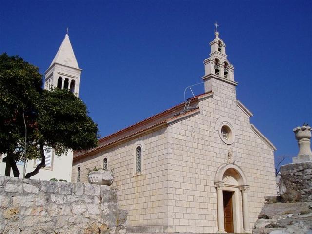 Lumbarda legismertebb temploma a Szent Rókus plébániatemplom, amely a XVI. században épült.