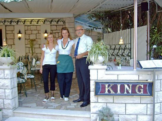 Baška Voda legnépszerűbb vendéglátó helye a King étterem. Itt csak minőségi hús és halételeket szolgálnak fel.