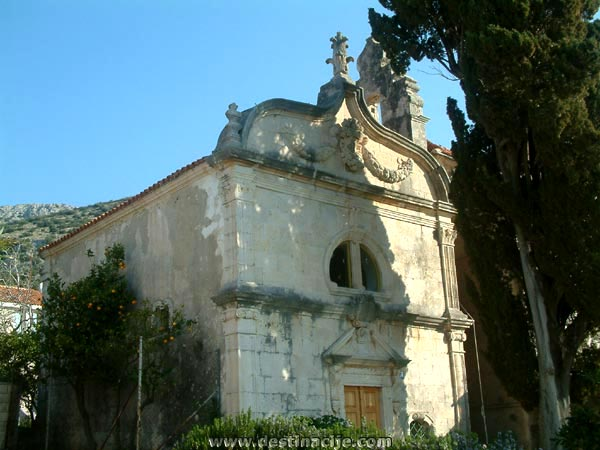 Az 1752-ben épült Szentháromság templomot a közeli Kućište faluban találjuk.