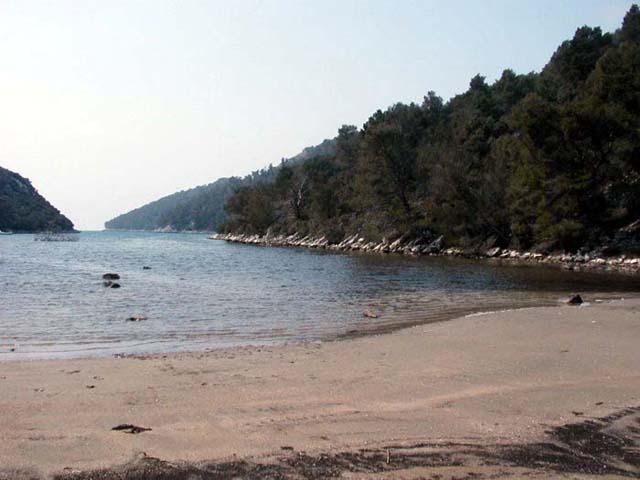 Az Istruga-öböl fenekét gyógyhatású iszapréteg borítja, ezért  strandja a gyógyturizmusnak is kedvelt  célpontja.
