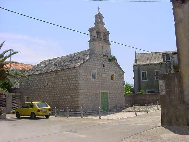 Szent Antal templom, Sucuraj
