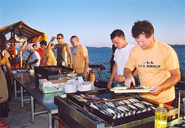A halász fesztiválon számtalan elkészítésben kóstolhatóak meg a hal ételek.