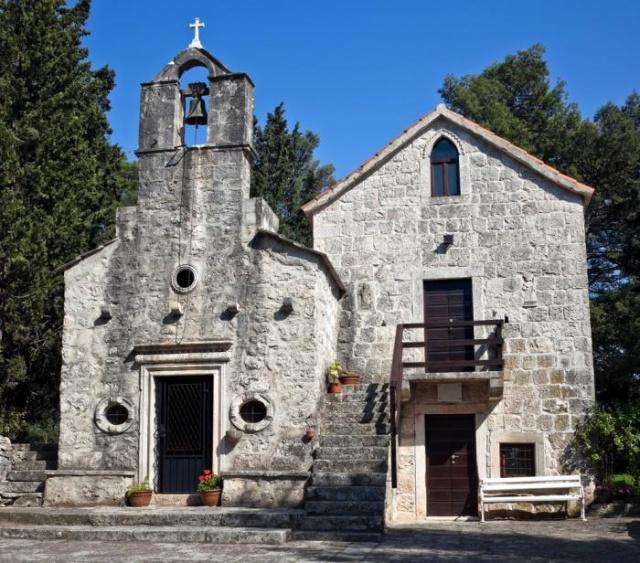 A Szent Antal templomot Glavica-ban találjuk a Szent Antal dombon.