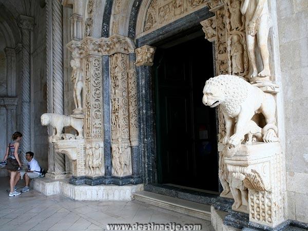 Radovan-portál, Szent Lőrinc katedrális, Trogir