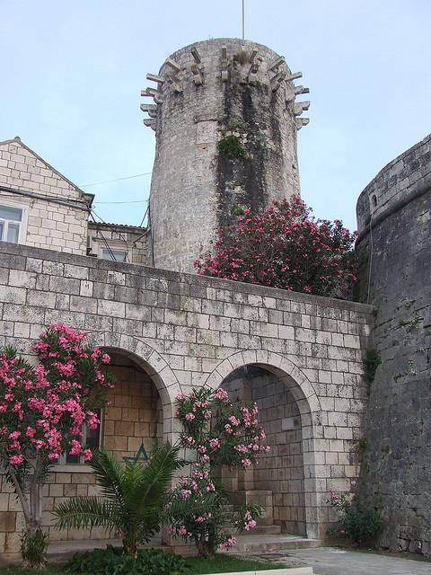 Korcula déli oldalát védte a Kis Kormányzói-torony.