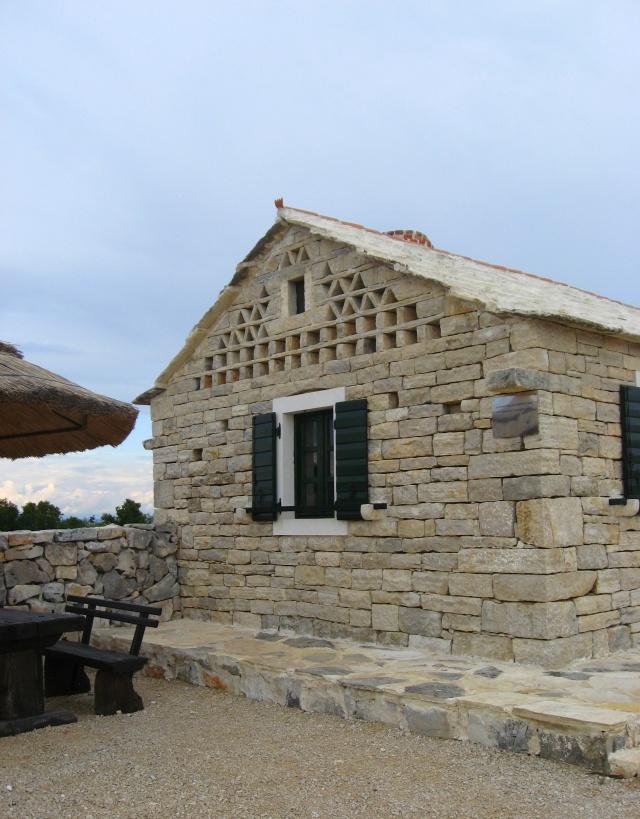 Tradicionális kőház, Vrana-tó Természeti Park