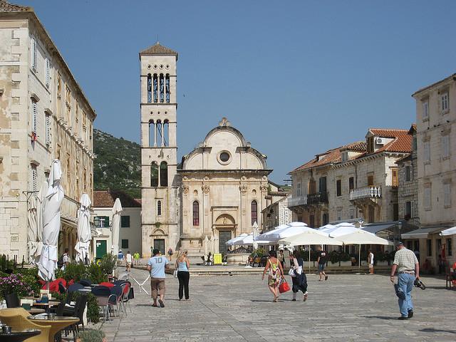 A Szent István (Sv. Stjepan) Katedrális Hvar legkiemelkedőbb építészeti műemléke.
