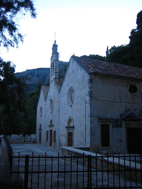 A Kalózok Szűz Mária temploma (vagy Gusarica-i Szűzanya), Komiza