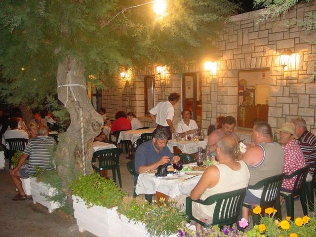 Sucuraj éttermeiben a hagyományos ételeket kóstolhatják meg a vendégek.