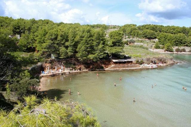 A legnépszerűbb strandok közé tartozik a Grebisce.