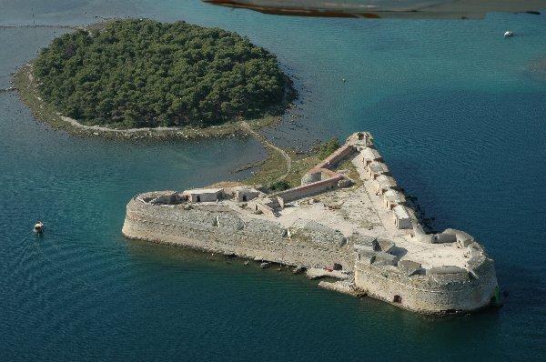 A Szent Miklós-erőd a Szent Antal-csatorna bejáratánál, Sibenik