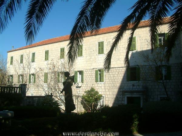 Ferences kolostor, Makarska